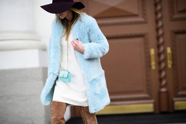 Голубая модная шуба – фото новинка сезона