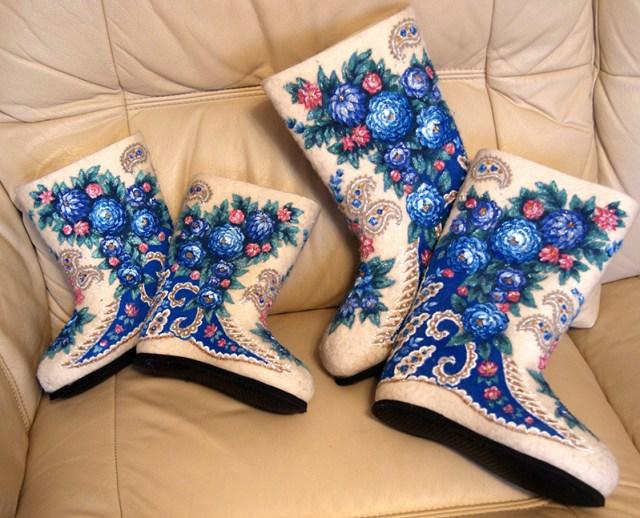Женские валенки с синими узорами – фото новинки