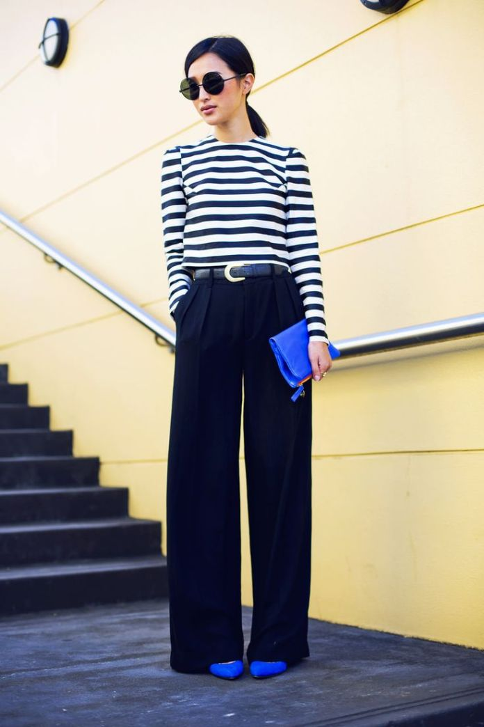Расклешенные брюки с свитшотом в полоску