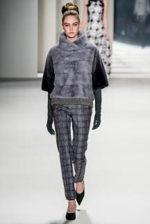 Модная шуба с комбинацией разных мехов – осень-зима 2014-2015 Carolina Herrera