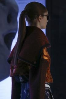 Прическа высокий хвост от Kenzo – модные прически осень-зима 2014-2015
