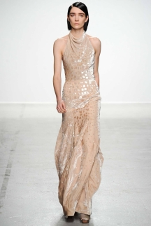 Модное длинное платье с воротом под водолазку осень-зима 2014-2015 – John Galliano
