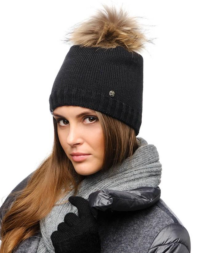 Фото новинка модной шапки с помпоном