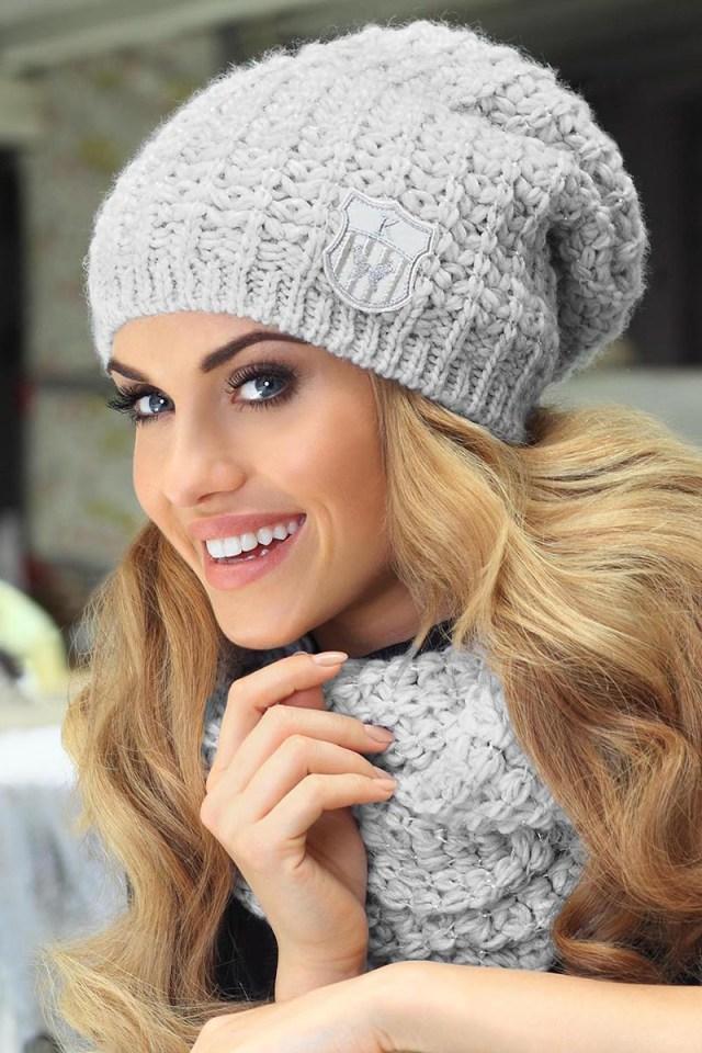 Стильная вязаная шапка – фото новинки сезона