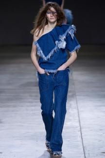 На фото: модные джинсы 2015 – Marques Almeida