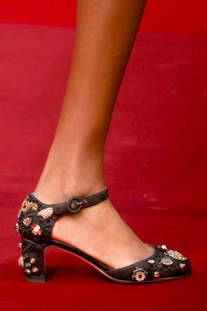 На фото: модные туфли весна лето 2015 с цветами – Dolce & Gabbana