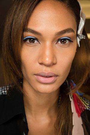 Вариант модного макияжа весна лето 2015 - Fendi
