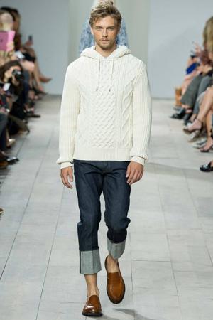 Мужская мода 2015: белая мужская кофта с короткими джинсами – Michael Kors