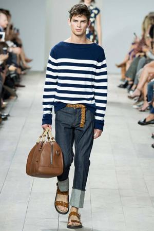 Полосатый мужской свитер с джинсами – Michael Kors