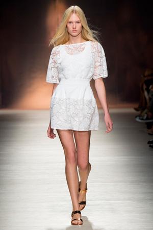 Кружевное белое платье весна лето 2015 Blumarine