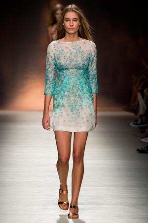 Короткое голубое платье весна лето 2015 Blumarine