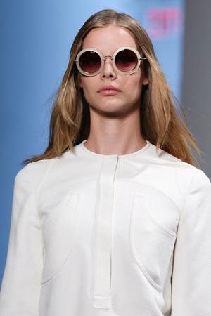 Круглые модные солнечные очки – фото Derek Lam весна лето 2015