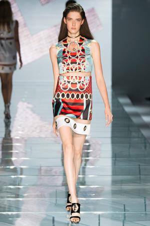 Модное платье Versace весна лето 2015 с яркой расцветкой