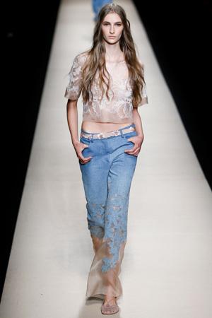 Красивые модные джинсы с коротким топом – мода 2015 Alberta Ferretti