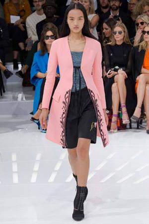 Длинный розовый пиджак весна лето 2015 Christian Dior