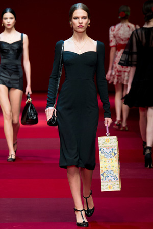 Простое платье на каждый день от Dolce & Gabbana весна лето 2015
