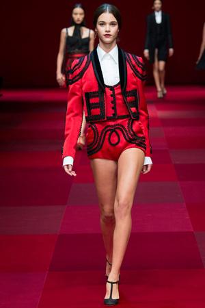 Костюм с пиджаком, жилеткой и короткими шортами – Dolce & Gabbana весна лето 2015