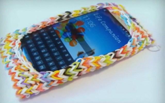 Чехол для телефона из резинок.