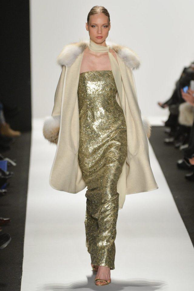 Вечернее платье модного в 2016 году золотистого цвета - фото новинки от Dennis Basso