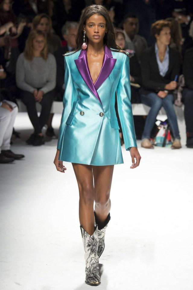 Голубой длинный пиджак – фото коллекции Fausto Puglisi