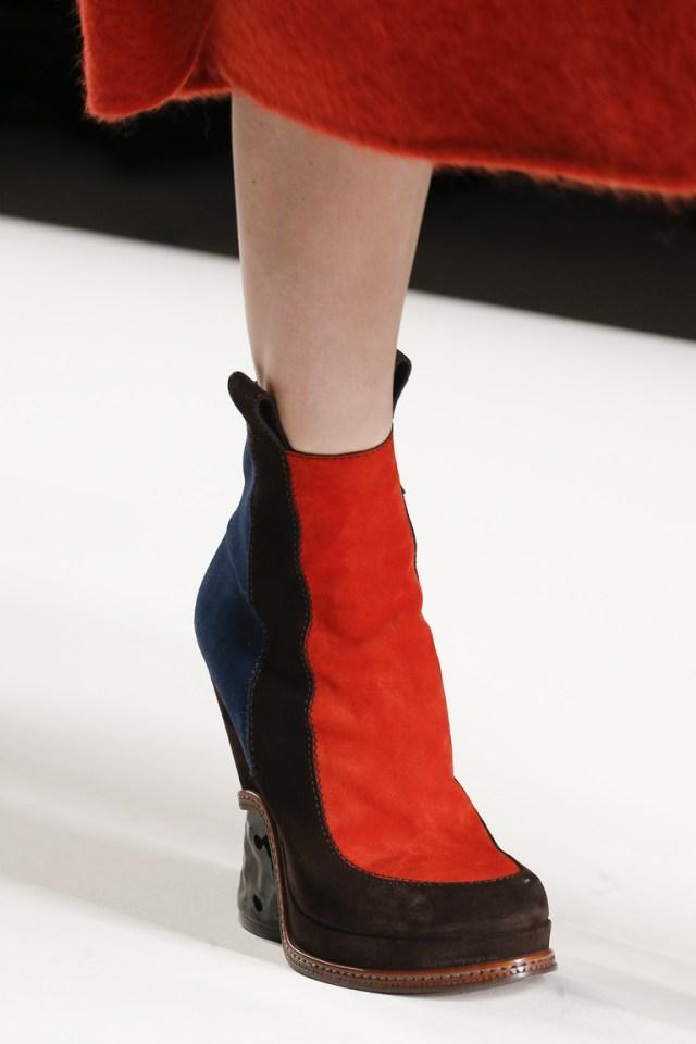 Ботильоны с красной вставкой – тренды модной обуви сезона зима 2016 – фото новинки от Fendi