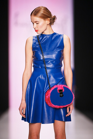 Круглая модная сумка на длинной ручке через плечо осень-зима 2015 -2016 фото Kajf&Kajf