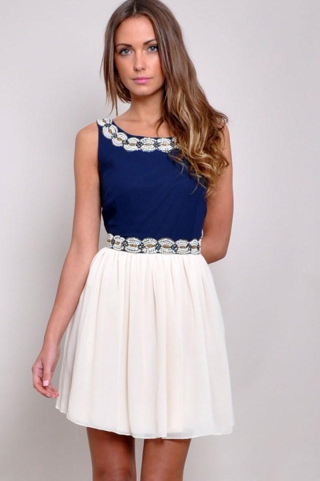 Короткое модное бело-синее платье – фото новинки