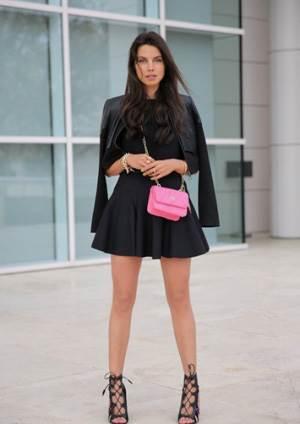 Фото черного платья, с какими туфлями носить черное платье?