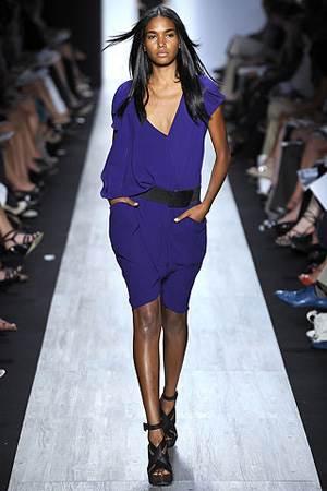 Синее платье фото - кому подходит синее платье, с чем носить синее платье фото