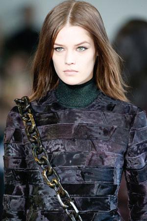 Макияж с яркой помадой осень-зима 2015-2016 Calvin Klein