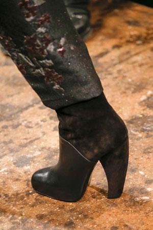 Ботильоны с необычным каблуком, модные в сезоне осень-зима 2015-2016 фото Donna Karan