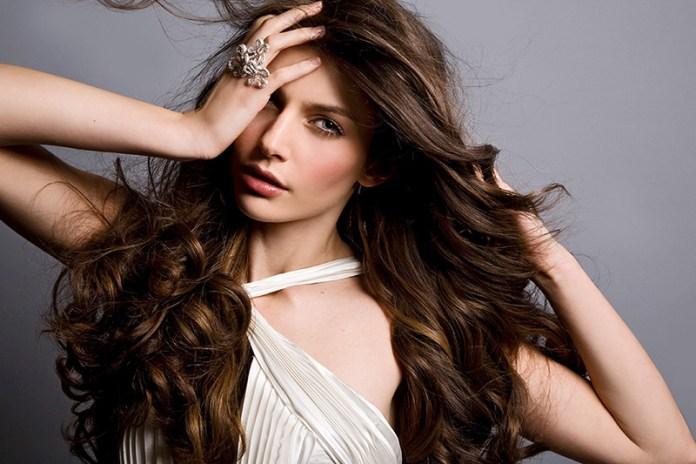 Прически с волнистыми волосами: Великолепная укладка