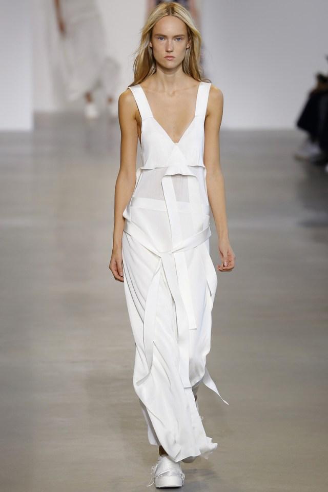 Белое платье 2016 года – стильный белый сарафан в коллекции Calvin Klein