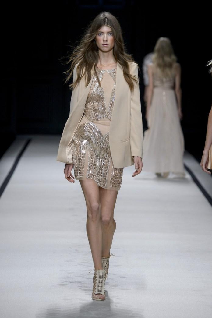 Бежевое коктейльное платье 2016 года с классическим пиджаком – фото новинки от Elisabetta Franchi