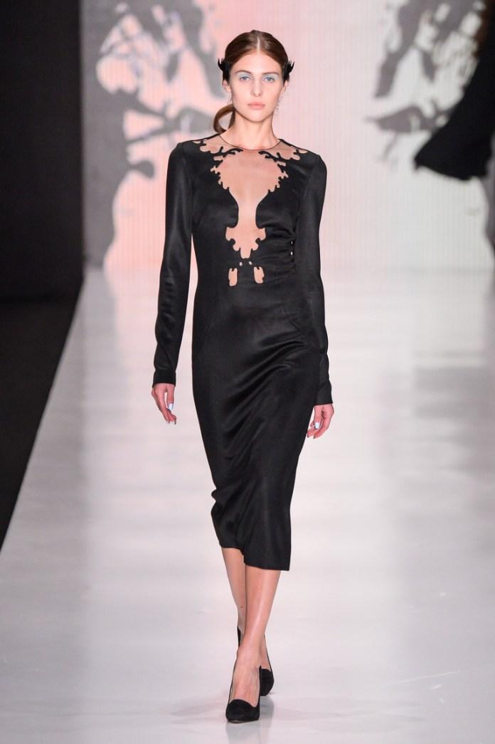 Прекрасный повседневный вариант модного черного платья в 2016 году – фото новинка от Dasha Gauser