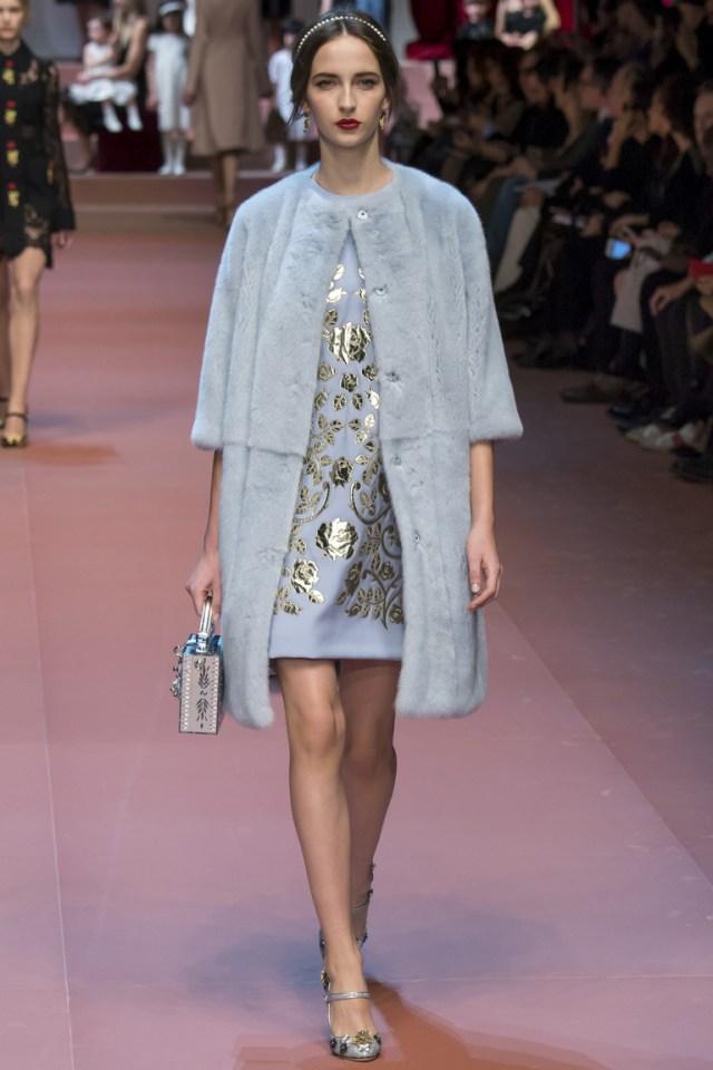 Голубая модная шуба 2016 от Dolce & Gabbana