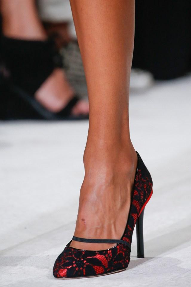 Модные туфли с кружевной отделкой – фото новинка в коллекции модной обуви 2016 от Oscar de la Renta