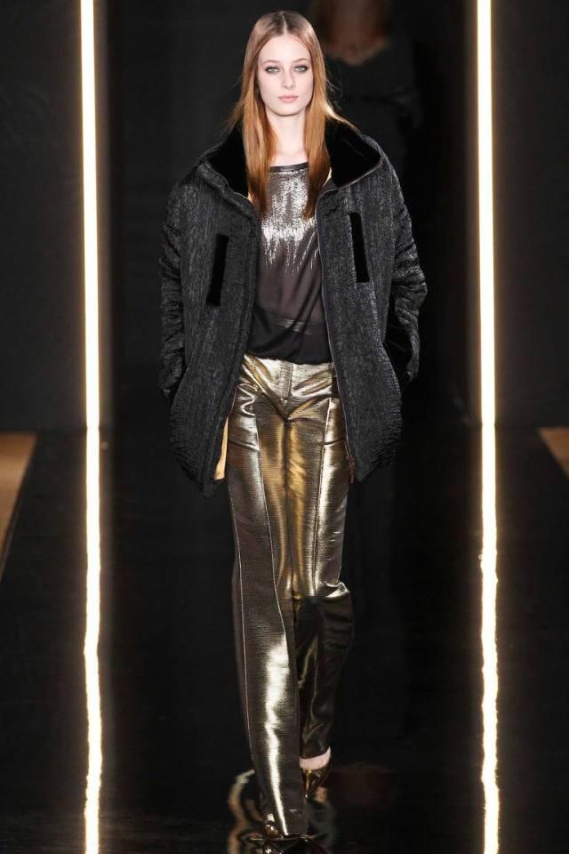 Серая модная зимняя куртка 2016 в коллекции Валентина Юдашкина