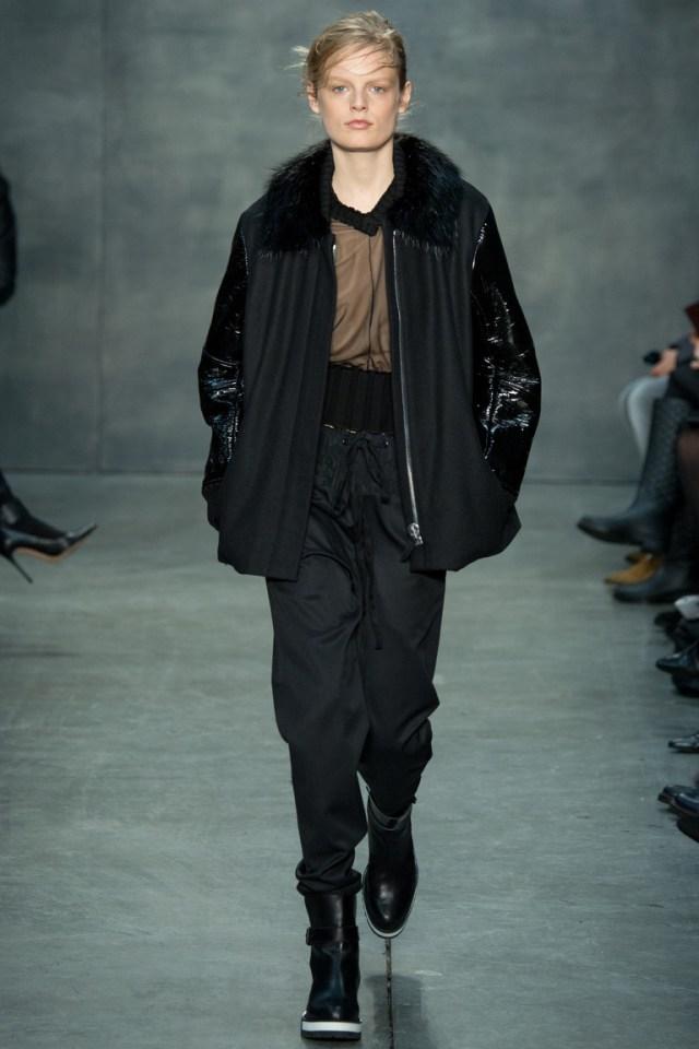 Модная женская зимняя куртка 2016 – фото новинка в коллекции Vera Wang