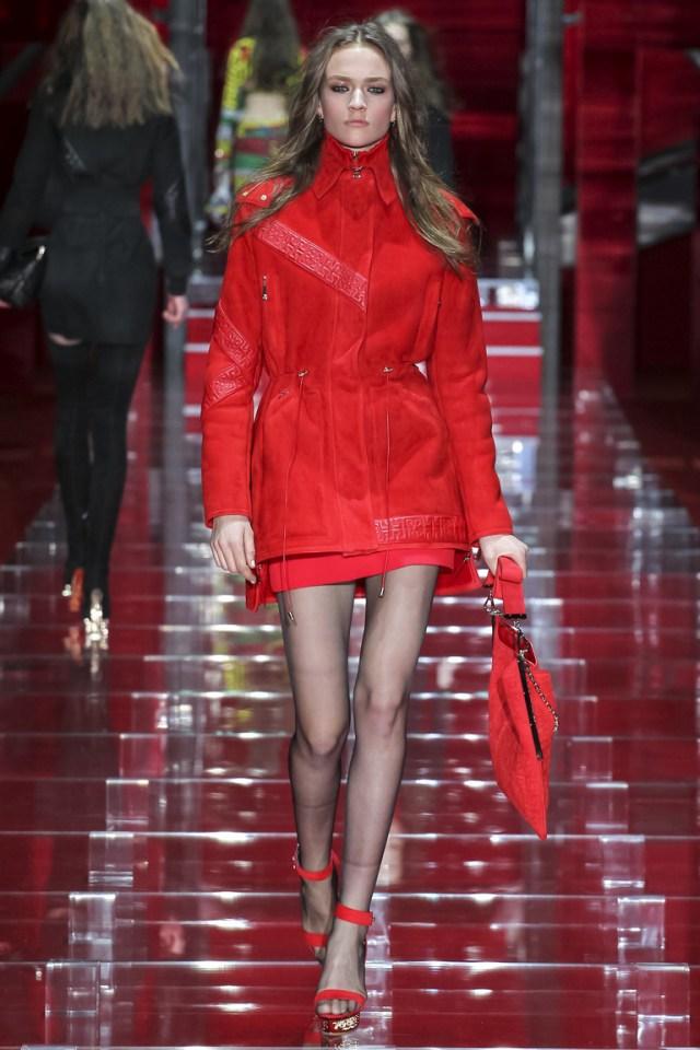 Красная модная зимняя куртка 2016 – фото новинки в коллекции Versace