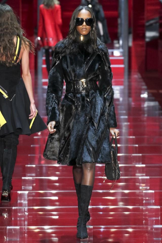 Модель модной шубки 2016 – фото новинка от Versace