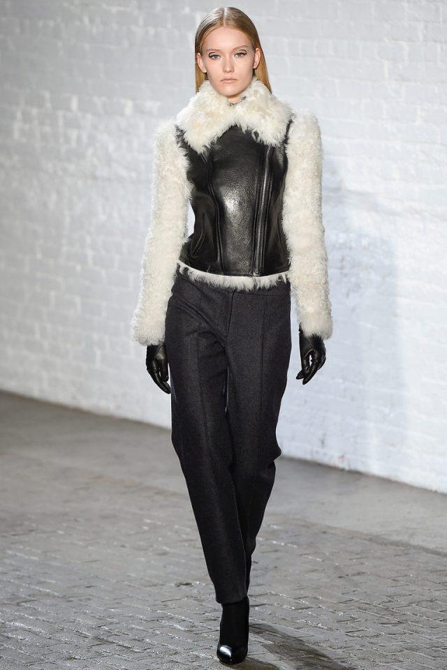Кожаная зимняя женская модная куртка 2016 с меховыми рукавами – фото новинка от Yigal Azrouël