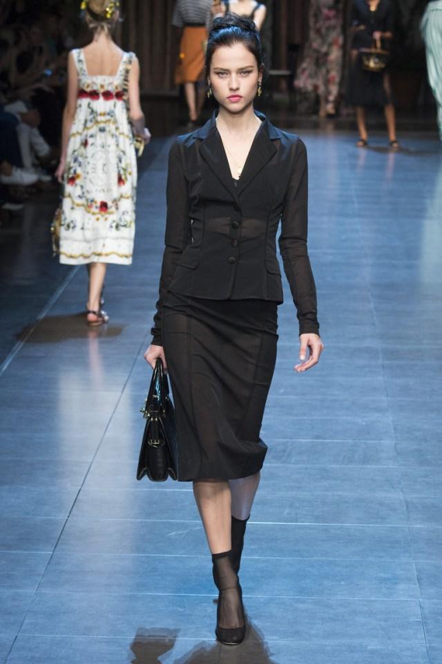 Классическая модная модель юбки 2016 – фото новинки от Dolce & Gabbana