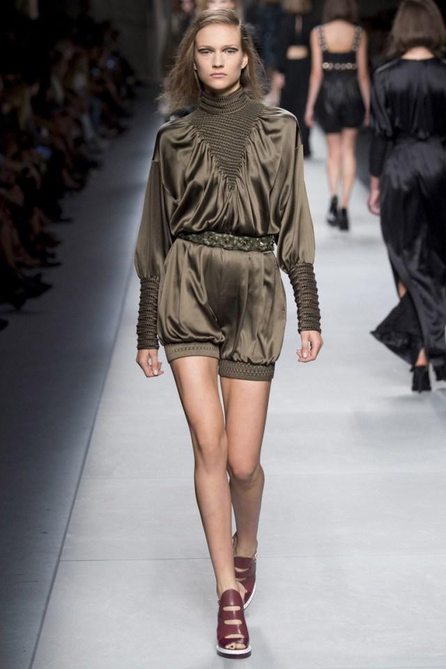 Модная атласная блузка 2016 цвета хаки – фото новинки от Fendi