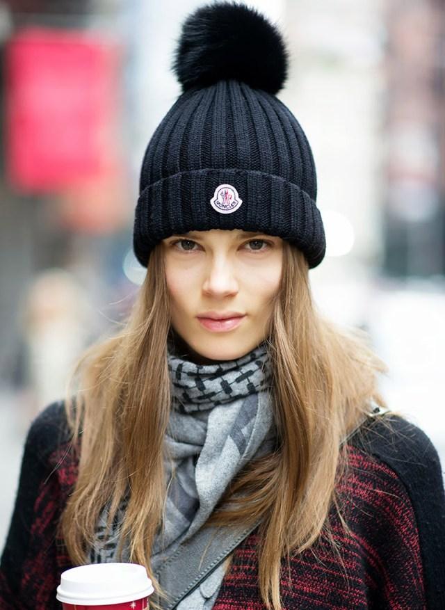 Модные вязаные шапки-фото