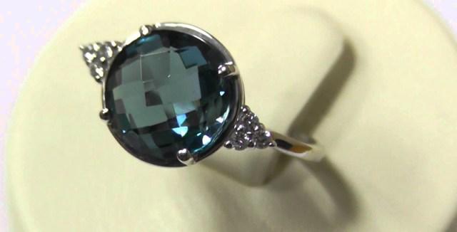 Кольцо с камнем зелёный топаз фото