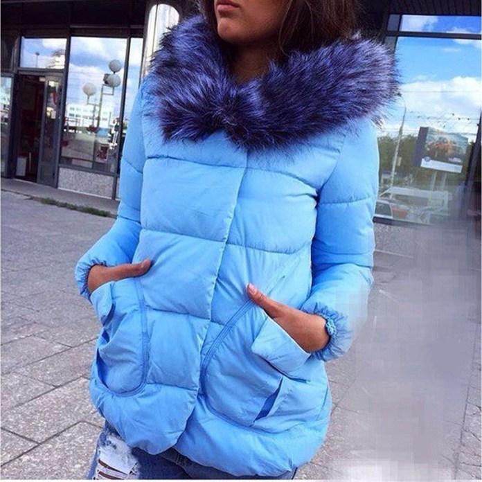 Модный голубой женский пуховик