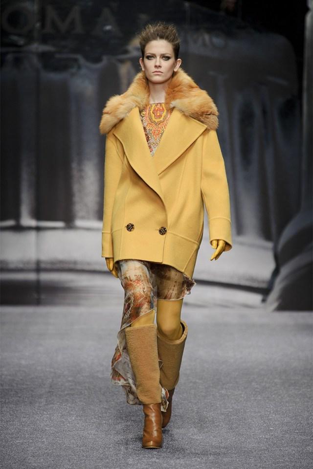 Желтое короткое пальто – фото новинка сезона