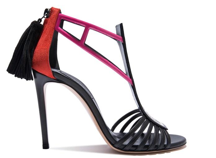 Туфли Casadei всегда отличаются чем-то оригинальным, например, декоративная кисточка