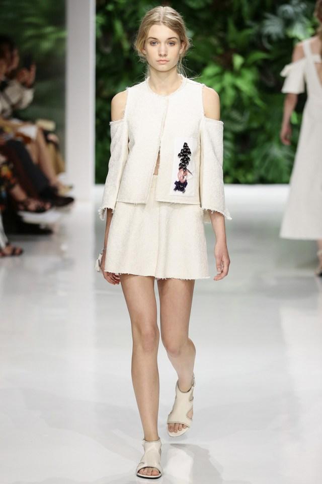 Модный фасон свитера с открытыми плечами весна-лето 2016 – фото новинка в коллекции Dorothee Schumacher